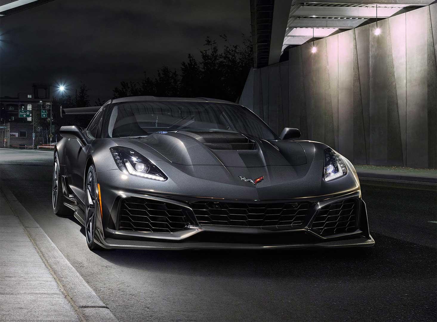 مدل جدید کوروت هیولایی است که لباسی از فلز و فیبر کربن به تن کرده. با دارا بودن موتوری ۶.۲ لیتری به شکل V8 که قدرتی معادل ۷۵۵ اسب بخار تولید میکند