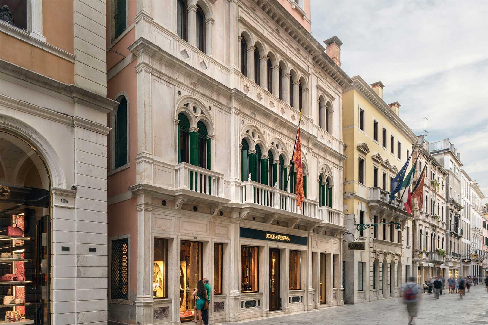 بنا- ساختمان - مغازه - فروشگاه - دولچه گابانا