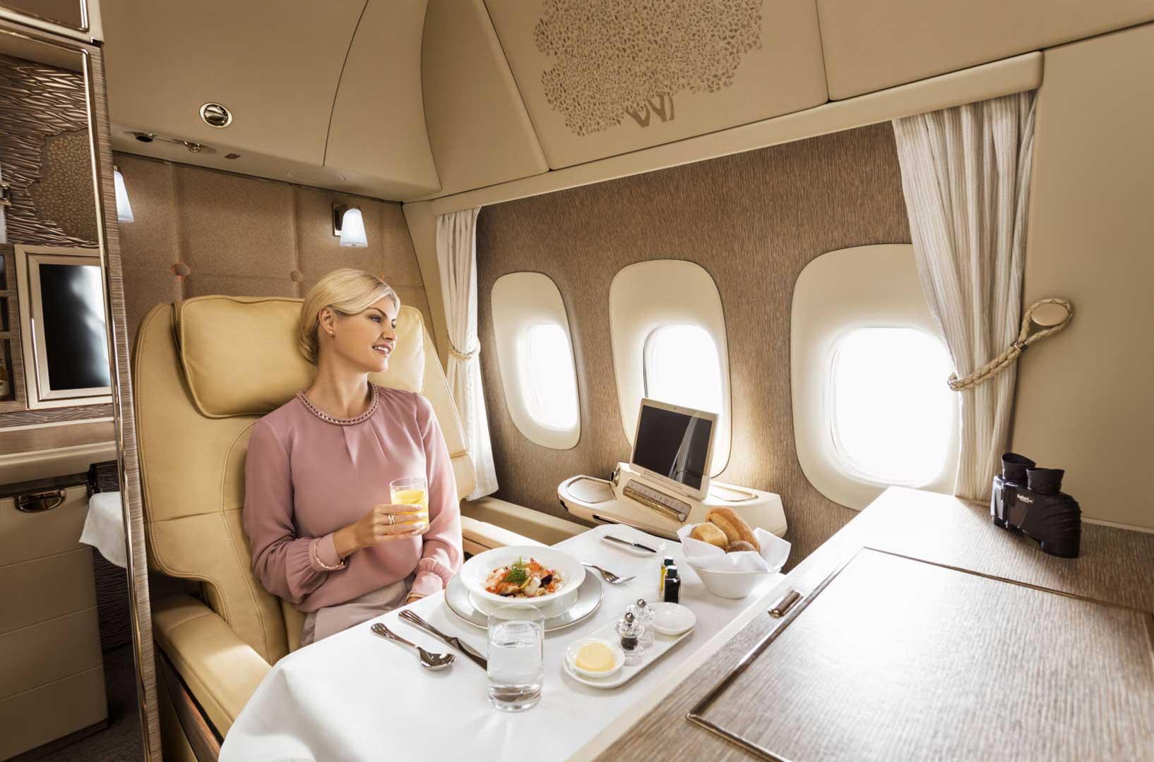 فرست کلاس پروازهای امارات در نمایشگاه هوایی امسال در شهر دبی از پروژهی خود با همکاری مرسدس بنز در ساخت کابینهای اختصاصی برای مسافران ویژه رونمایی کرد.