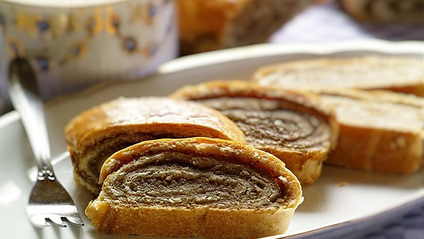 غذای مجارستان Hungarian-Nut-Rolls