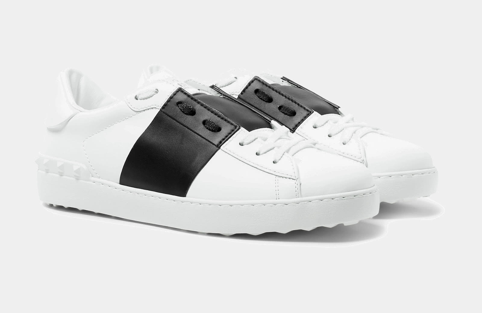 کتانی The simple black and white sneakers