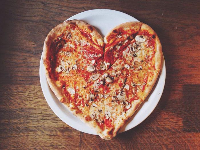 پخت غذای به شکل قلب برای ولنتاین